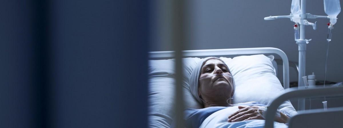 У работницы из Украины в Польше произошел инсульт. Работодатель отвез ее в соседний город и бросил на лавочке …