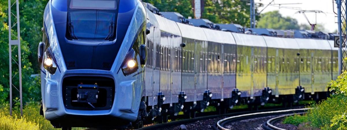 """З 26 червня """"Укрзалізниця"""" відновлює сполучення зі Львовом. Що з поїздами з Польщею?"""