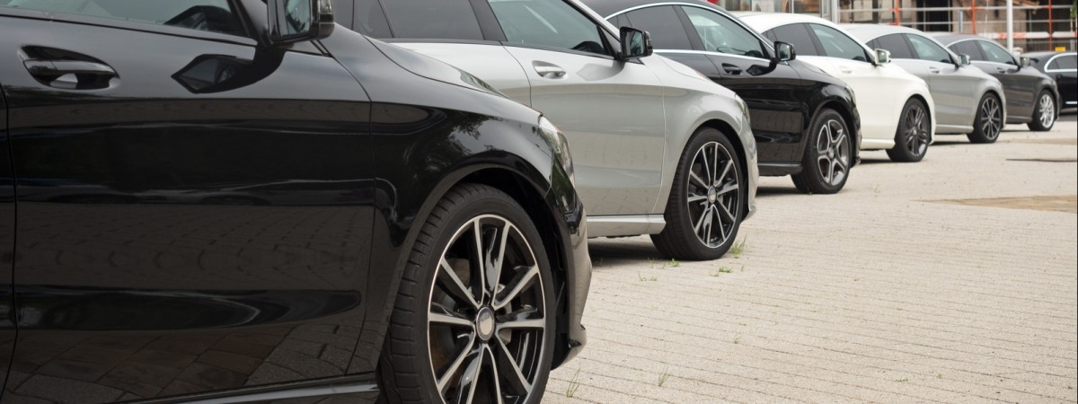 Чи є в Польщі хороші дешеві машини? Розбираємося з процесом покупки, реєстрації та страхування автомобіля разом з фахівцем з підбору