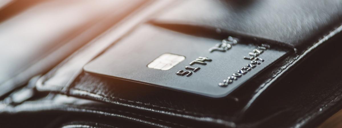 Украинцам, открывшим счет в польском банке, будут выдавать бесплатный стартовый пакет мобильного оператора