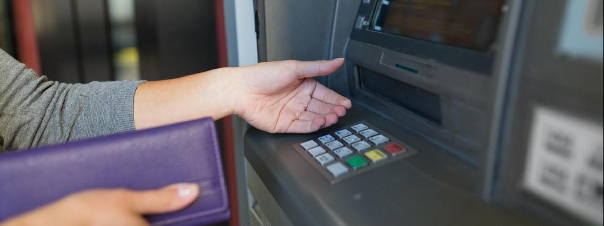 Українцям у Польщі буде легше покласти гроші до гаманця