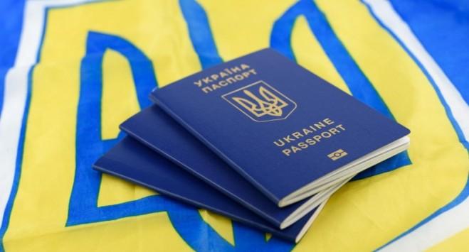 Украине грозит отмена безвизового режима? Принято скандальное решение