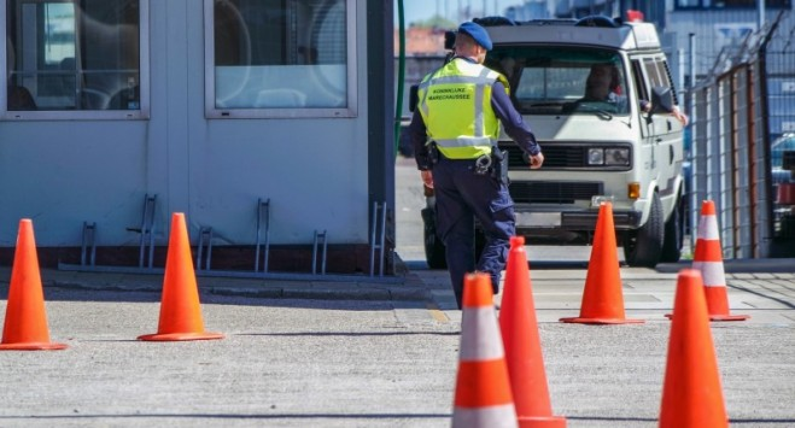У Польщі продовжили термін закриття кордонів та заборони на авіарейси