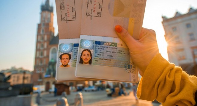 Подавать документы на визу в Польшу по почте с 15 марта предстоит по-новому
