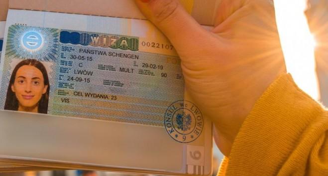 Віза в Польщу: опубліковані нові доступні дати на подачу документів по Україні
