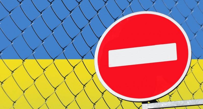 """Відповіді на питання про в'їзд в Україну з 28 березня та програма """"Захист"""" для українців за кордоном"""
