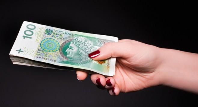 Сколько зарабатывают украинцы в Польше: кому и где платят больше
