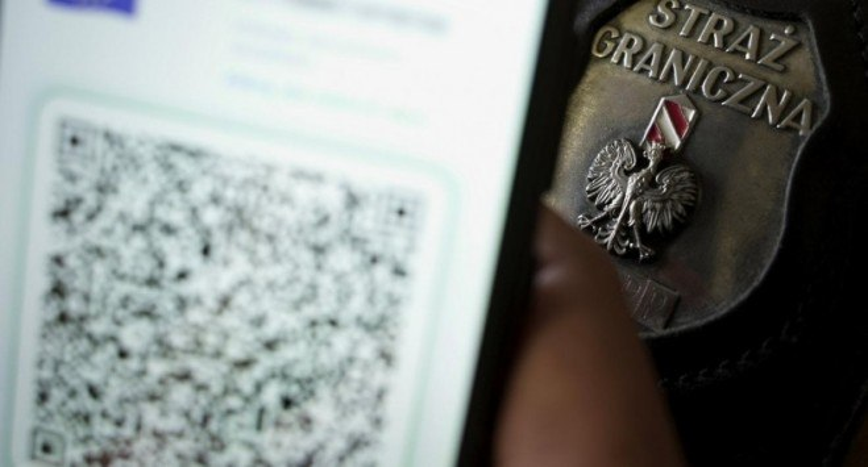 Як українців ловлять на кордоні з фіктивними ковід-сертифікатами і що за це загрожує