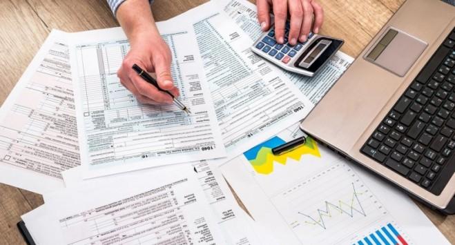 Чи зобов'язані українці, які працюють у Польщі, платити податок в Україні?