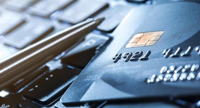 Известный банк в Украине теперь будет бесплатно раздавать карточки в польских злотых