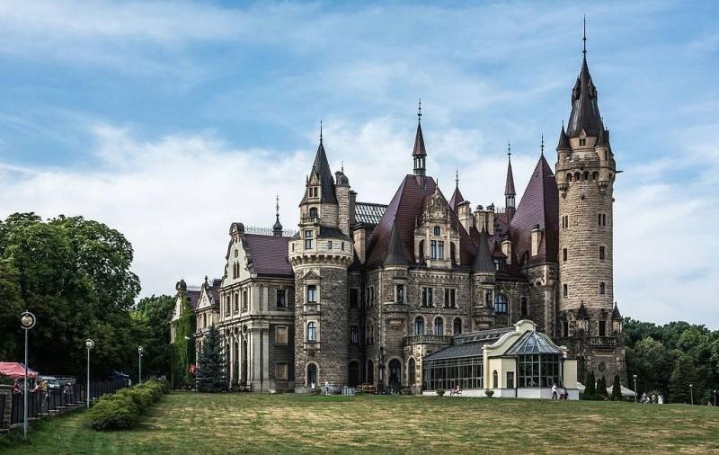 Палац у Мошній